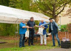 Stefan Hohrein und Armin Schott erhalten als Dank für ihr jahrelanges Engagement die Bronze-Ehrennadel des Vereins